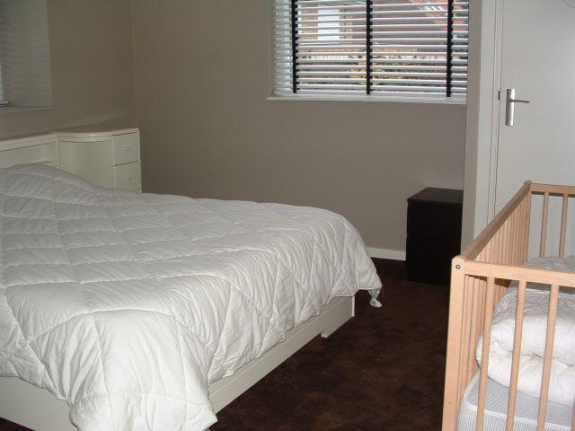 eenpersoons slaapkamer inrichten witte ladenkast slaapkamer pin, Meubels Ideeën